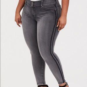 Torrid black grey stripe jegging jeans